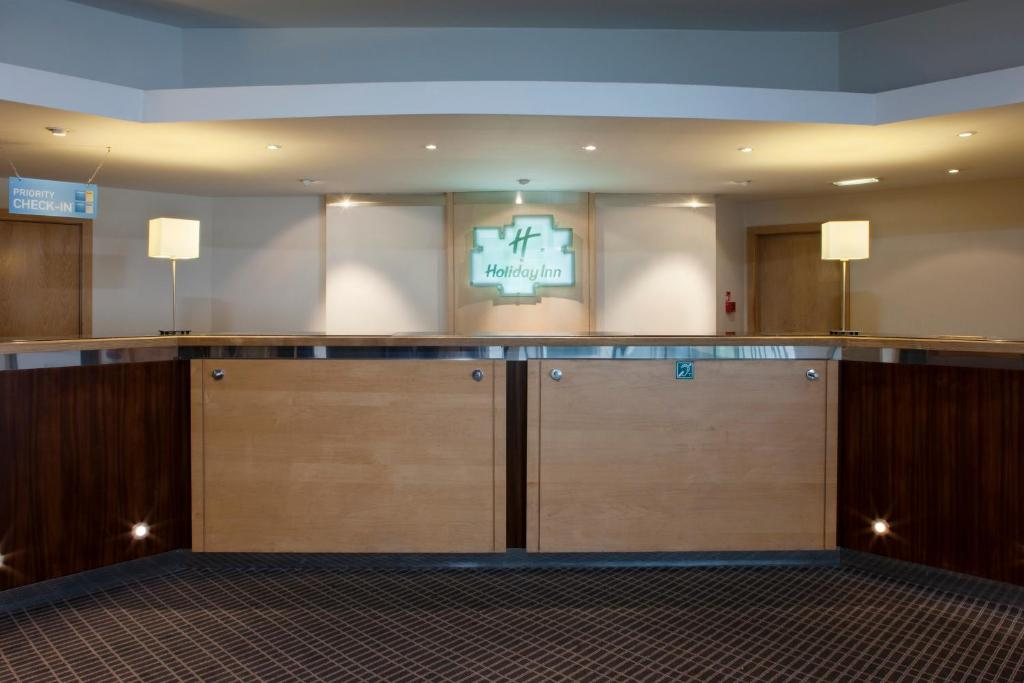 Recepción Holiday Inn Cardiff City Centre Medio Maratón Cardiff Travelmarathon.es